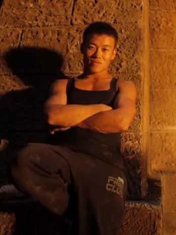 中国跑酷老将崔龙龙,孤身一人闯荡演艺圈-跑酷街