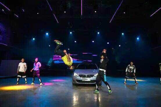 东风标致308s新车发布会跑酷演出-跑酷街