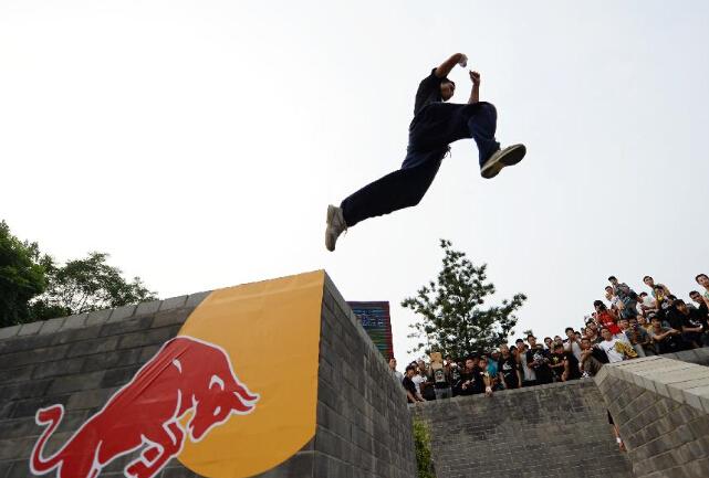 2015红牛跑酷大赛西安站比赛举行-跑酷街