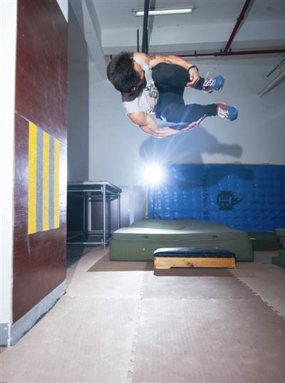 攀爬穿越, 整个城市都是他们的健身房-跑酷街