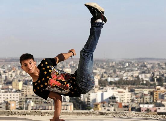 巴勒斯坦青年废墟跑酷上演惊险自拍-跑酷街