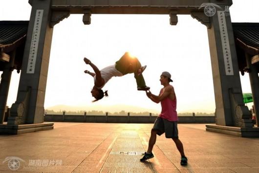 """湖南人的一天丨""""追风""""的跑酷少年-跑酷街"""