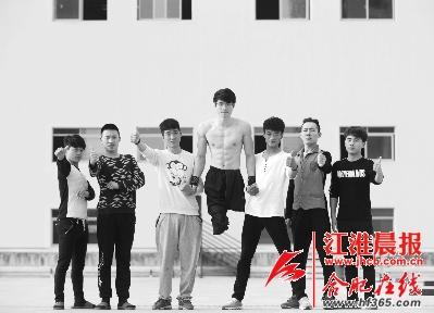 失去双腿的湖北小伙挑战极限运动 和蚌埠跑酷青年结成励志组合-跑酷街