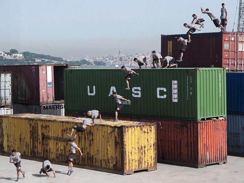 牛人海港集装箱极限跑酷 醉美剪影如诗画-跑酷街