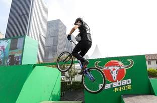 跑酷名将单车大神同场斗秀 极限骑跑赛决出八强-跑酷街