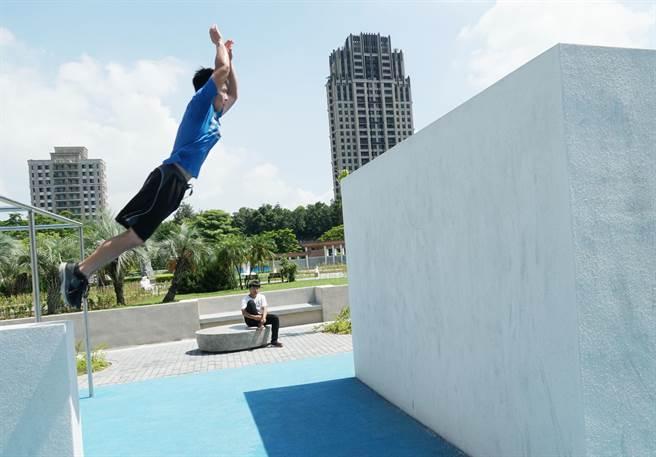 全台首座跑酷公园 座落中市丰乐雕塑公园-跑酷街