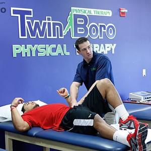 中学生田径专业训练中膝关节损伤的原因及预防-跑酷街