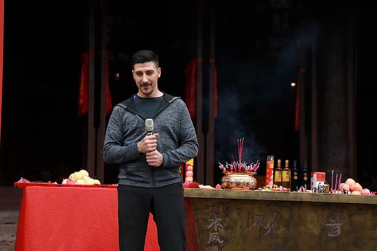 大卫贝尔新电影于凤凰古城开拍,挑战江南小镇跑酷-跑酷街