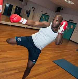 锻炼你的滞空能力——腹腰部肌肉锻炼-跑酷街