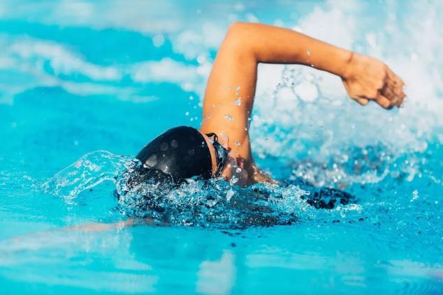 如何提高游泳基本技术训练的效果-跑酷街